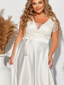 Длинное нарядное платье с атласной юбкой и кружевным топом