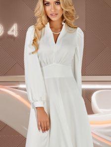 Белое струящееся платье на длинный рукав с подчеркнутой талией