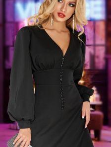 Черное короткое платье с красивым декольте