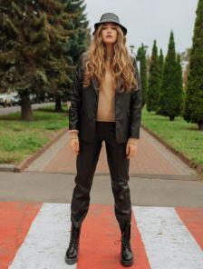 Стильный женский пиджак черного из экокожи