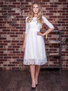 Белое короткое кружевное платье с рукавом 3/4 на роспись
