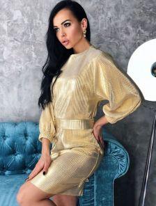 Короткое блестящее золотистое платье-футляр для свидания