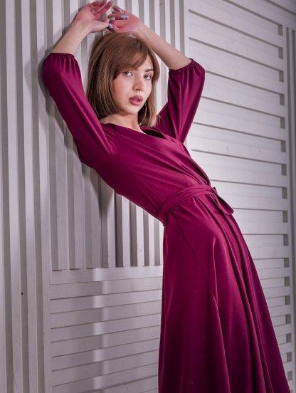 Нарядное платье миди на запах с длинным рукавом в цвете марсала, фото 1