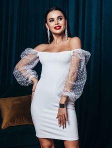 Белое нарядное платье-футляр на длинный рукав