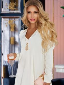 Нежное струящееся платье с длинным рукавом