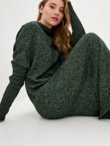 Вязаное зеленое длинное платье свободного кроя