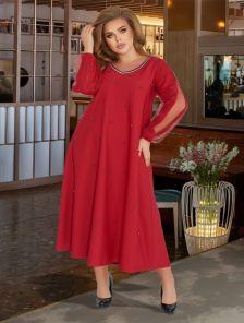 Стильное красное платье ниже колен с жемчугом