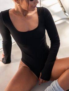 Черный женский боди из трикотажа в рубчик