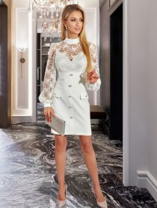 Белое платье с кружевом до колен