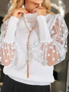 Нарядный свитер белого цвета