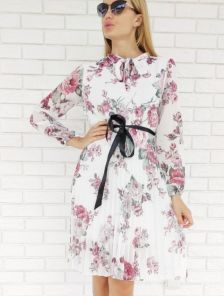 Легкое шифоновое белое платье с цветочным принтом