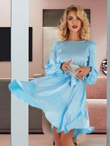 Короткое шелковое голубое нарядное платье под пояс