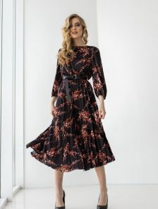 Летнее платье сарафан ниже колен с поясом