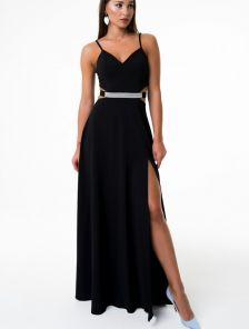 Черное вечернее длинное платье с разрезом на тонких бретелях