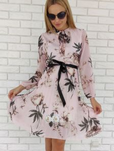 Розовое шифоновое платье с цветочным принотом