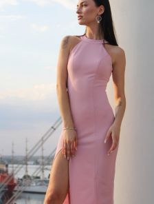 Светлое платье с открытой спиной на лето