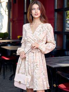 Персиковое мини платье с запахом и с пышной юбкой