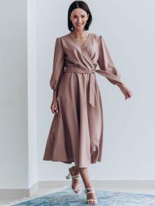Нарядное платье миди на запах с длинным рукавом в цвете пудра