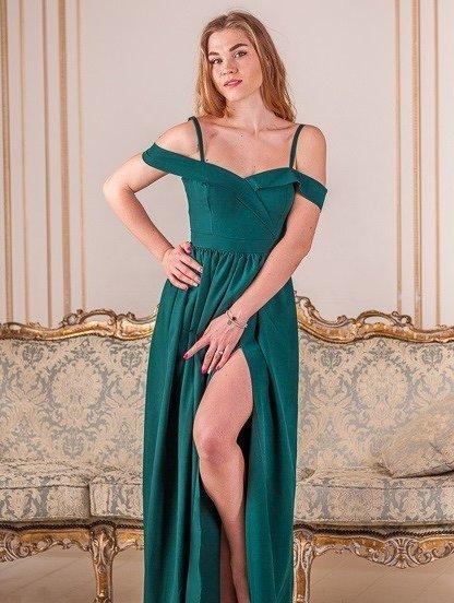 Нарядное зеленое платье с открытыми плечами, фото 1