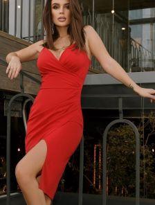 Облегающее короткое красное платье на бретелях