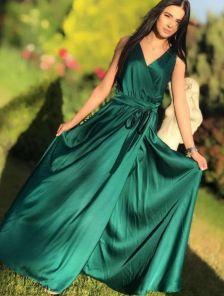 Длинное изумрудное платье на запах