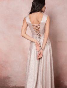 Блестящее вечернее платье нежно-розового цвета
