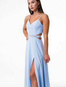 Голубое вечернее платье на тонких бретелях с разрезом на ноге