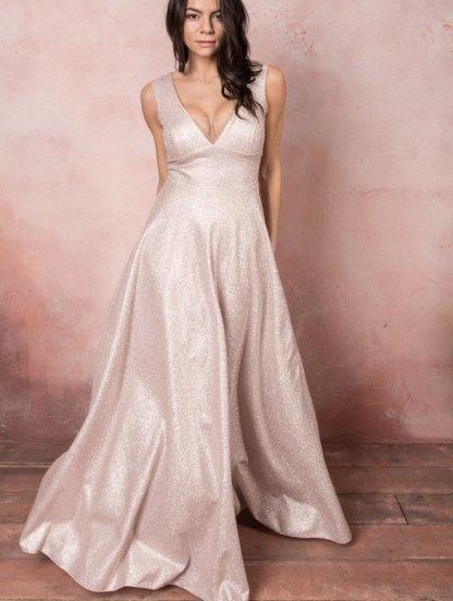 Сияющее вечернее платье светлого цвета, фото 1