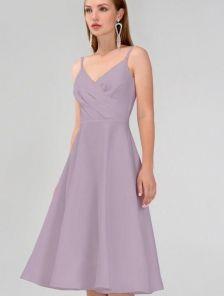 Сиреневое нарядное платье на бретелях ниже колен