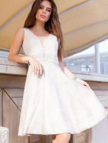 Белое нарядное платье блеском и стразами на поясе