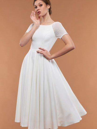 Белое расклешенное платье с короткими рукавами и поясом, фото 1
