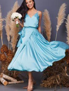 Голубое легкое платье миди на бретелях
