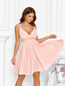 Летнее персиковое коктейльное платье на тонких бретельках
