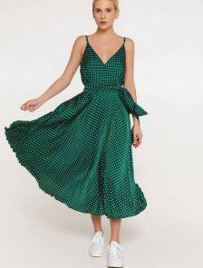 Шелковое легкое зеленое платье миди длины на бретелях с разрезом