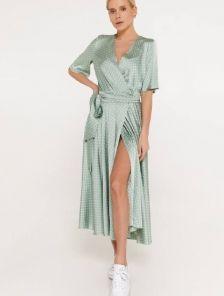 Шелковое легкое платье миди в горошек с коротким рукавом и юбкой-клеш и разрезом