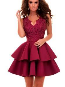 Очаровательное коктейльное платье бордового цвета приталенного силуэта с пышной юбкой