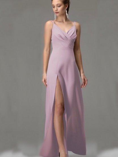 Пудровое длинное платье на бретелях с разрезом, фото 1