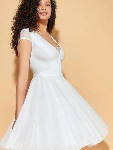 Вечернее белое коктейльное короткое платье с широкой юбкой