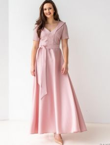 Длинное платье с кружевными вставками розового цвета