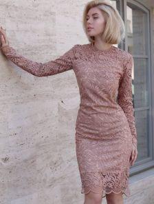 Бежевое нарядное гипюровое платье с длинным рукавом
