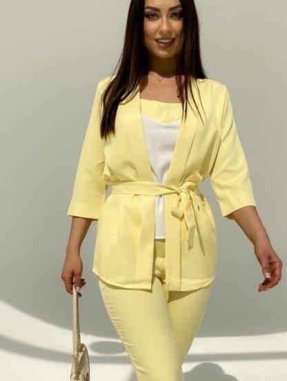 Летний брючный костюм тройка жёлтого цвета с поясом, фото 1