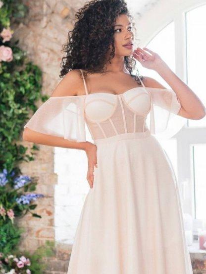 Светлое летнее платье с открытыми плечами и спиной, фото 1