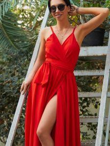 Красное легкое платье миди на бретелях