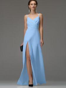 Голубое длинное платье на бретелях и ассиметричным разрезом на бедре