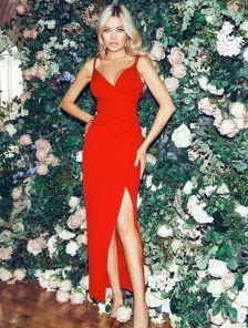 Нарядное красное вечернее платье