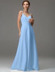 Голубое длинное платье с вырезом на спине