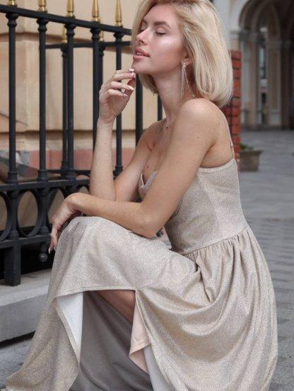 Блестящее длинное вечернее платье золотого цвета без бретелей, фото 1
