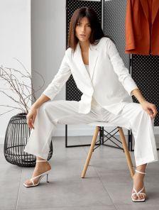 Современный женский белый брючный костюм-тройка