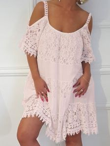 Пудровое короткое летнее хлопковое платье свободного кроя с кружевом