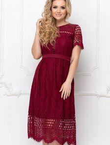 Короткое кружевное платье миди длины большого размера